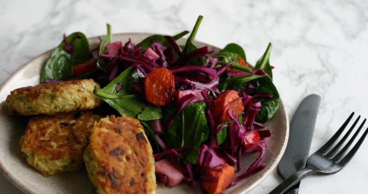 Sprød rødkål med bagte gulerødder og spinat