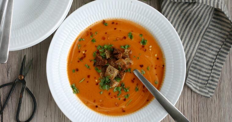 Cremet linsesuppe med tomat og kokosmælk