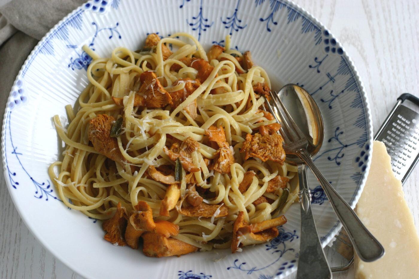 Spaghetti med salviesmør og kantareller