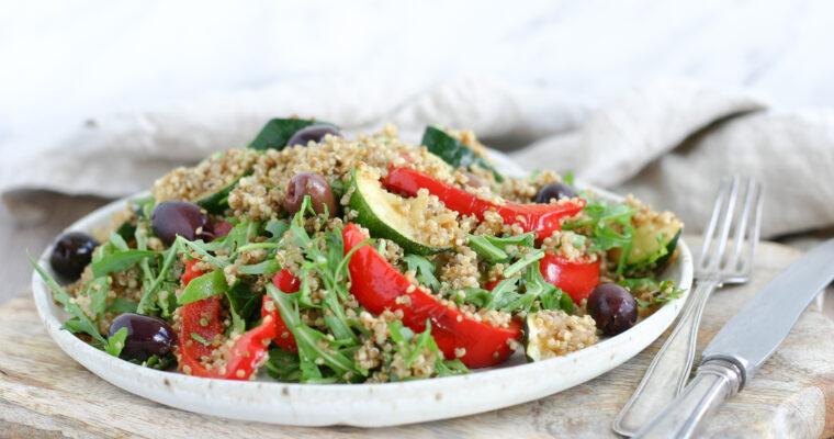 Lun quinoasalat med peberfrugt og squash